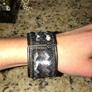 Jewelry - Women's Black/Silver Cuff Bracelet 💖